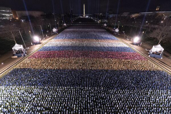Las banderas en la Explanada Nacional ante el monumento a Washington el día de inauguración del mandatario electo de EEUU, Joe Biden. - Sputnik Mundo