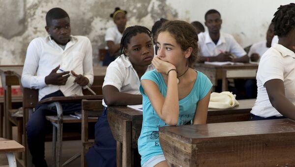 Una Luz en la Oscuridad: Marta en una clase de Mozambique - Sputnik Mundo