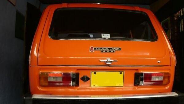 El emblema de la versión del Lada 2121 que se exportaba a Colombia en 1980. - Sputnik Mundo