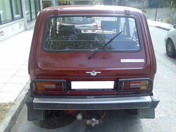 Parte trasera de un Lada Niva 2121 hasta 1994, el portón no muerde la matrícula. - Sputnik Mundo
