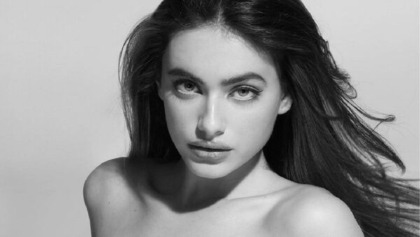 La actriz y modelo israelí Yael Shelbia - Sputnik Mundo