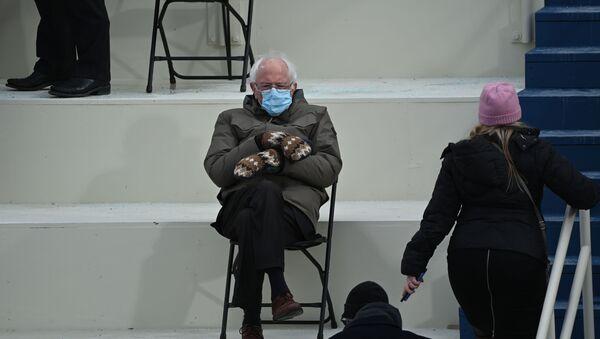 Bernie Sandres, senador estadounidense, durante la investidura de Joe Biden como presidente de EEUU, en Washington, el 20 de enero del 2021 - Sputnik Mundo
