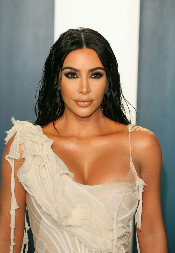 La modelo y empresaria estadounidense Kim Kardashian encabezó la lista. Frati calificó la forma de su rostro —triángulo invertido— como la más deseable del mundo. - Sputnik Mundo
