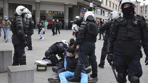 Protestas en Bruselas contra la violencia policial - Sputnik Mundo