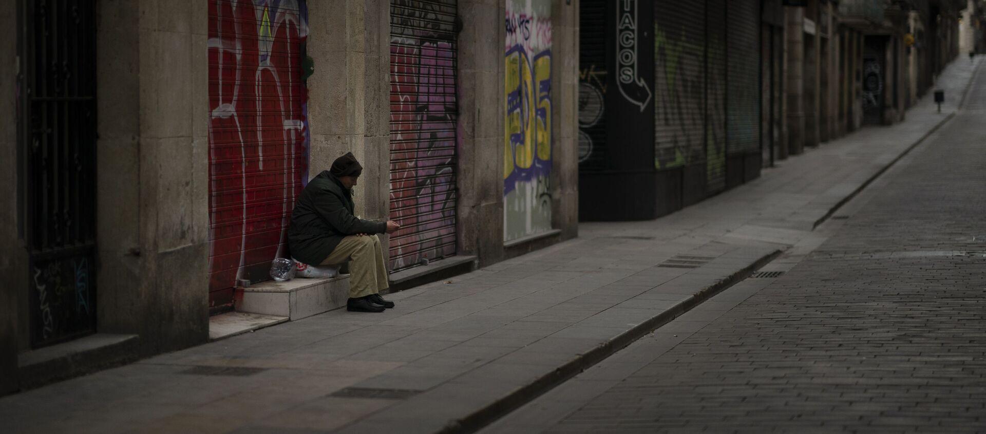 José Ramón, de 60 años, pide limosna en una calle vacía de Barcelona. - Sputnik Mundo, 1920, 25.01.2021