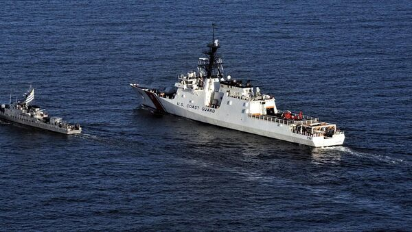 Buque de la Armada de Uruguay junto al Cutter Stone de la Guardia Costera de EEUU - Sputnik Mundo
