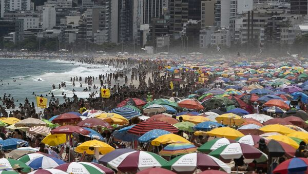 Bañistas llenan las playas de Río de Janeiro, pese a la pandemia del coronavirus   - Sputnik Mundo
