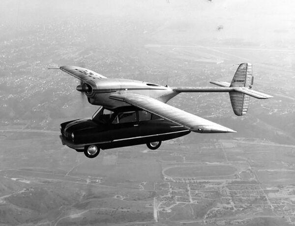 Creado en 1946, el prototipo de coche volador Convair Modelo 118, que era un vehículo de dos plazas de diseño típico de los años cuarenta con un fuselaje montado en el techo y un motor de avión, voló 66 veces.  - Sputnik Mundo