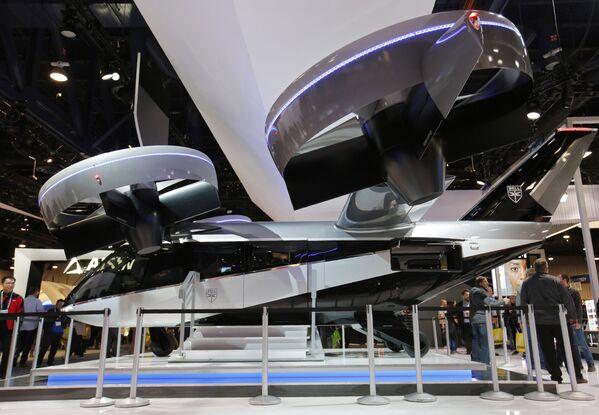 Actualmente se están probando varios proyectos de aerotaxis urbanos en muchas ciudades grandes del mundo. En la foto: el taxi aéreo Bell Nexus 4EX en la feria tecnológica CES de Las Vegas, 2020.   - Sputnik Mundo
