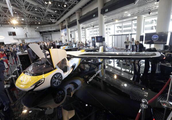 Un prototipo del coche volador de la empresa AeroMobil, Mónaco, 2017.   - Sputnik Mundo