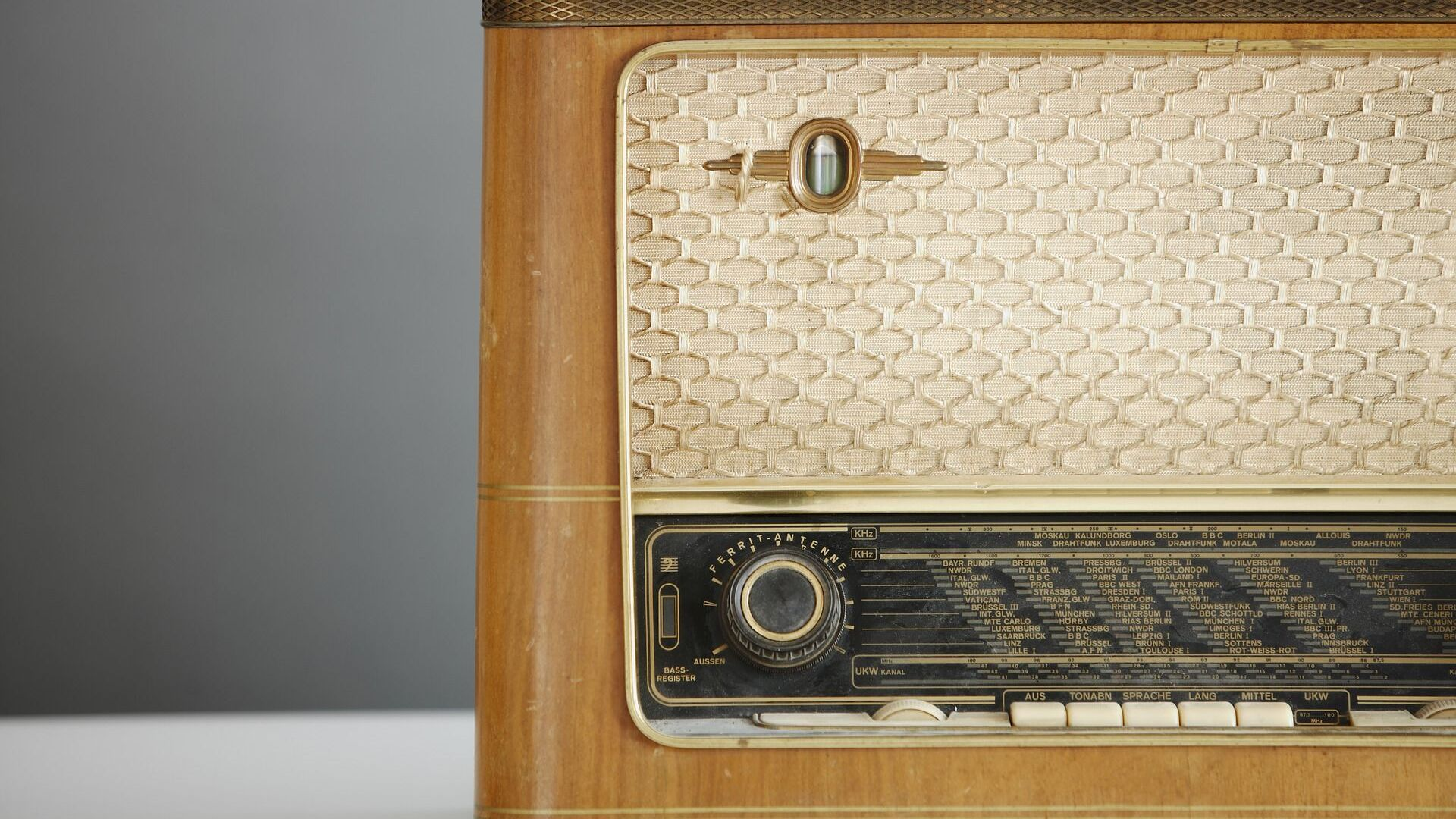 Un radio viejo (imagen referencial) - Sputnik Mundo, 1920, 26.01.2021