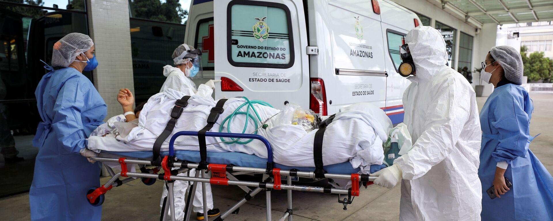 Ambulancia trasladando a un enfermo de COVID-19 en Manaos, Brasil - Sputnik Mundo, 1920, 30.01.2021