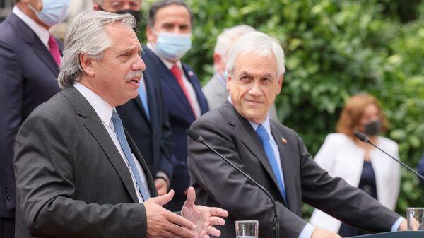 El presidente de Argentina, Alberto Fernández, junto al presidente de Chile, Sebastián Piñera - Sputnik Mundo