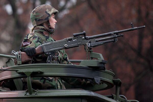 Letonia se encuentra entre los cinco primeros países de la OTAN en cuanto al porcentaje de mujeres que sirven en las fuerzas armadas del país.  - Sputnik Mundo