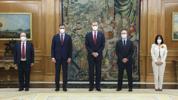 Carolina Darias y Miquel Iceta durante la toma de posesión de sus cargos como ministros del Gobierno de España ante el rey Felipe VI - Sputnik Mundo