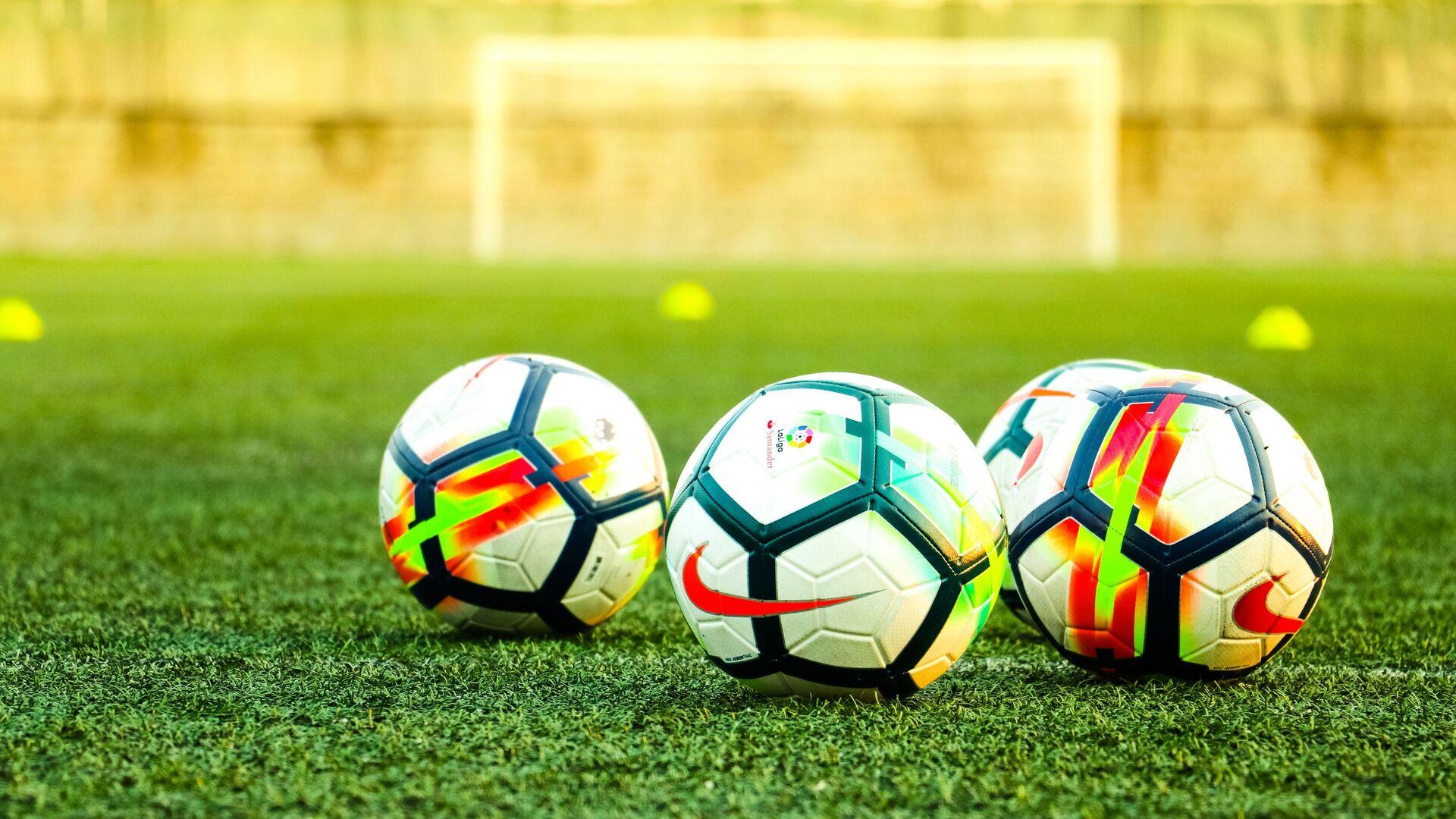 Unos balones de fútbol de Nike - Sputnik Mundo, 1920, 17.03.2021