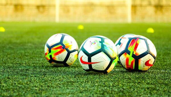 Unos balones de fútbol de Nike - Sputnik Mundo