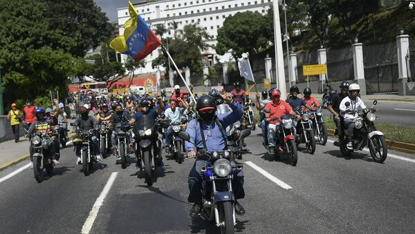 Simpatizantes del presidente Nicolás Maduro conducen en motocicleta cerca del Palacio de Miraflores. Caracas, 12 de diciembre de 2020 - Sputnik Mundo