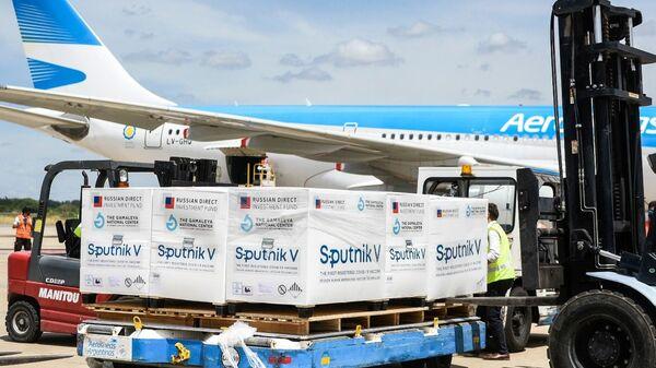 Avión de Aerolíneas Argentinas con la vacuna rusa Sputnik V - Sputnik Mundo