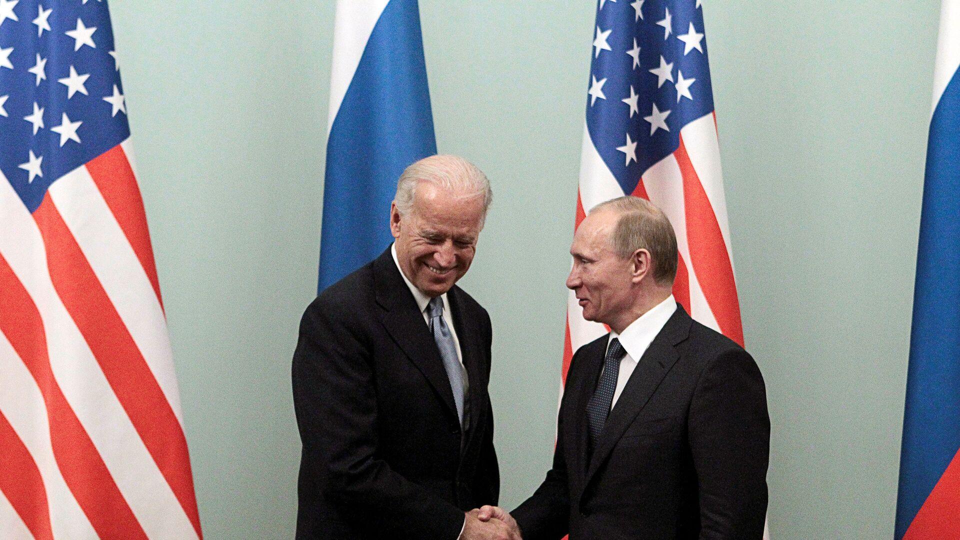 Vladímir Putin y Joe Biden (archivo, 2011) - Sputnik Mundo, 1920, 13.04.2021