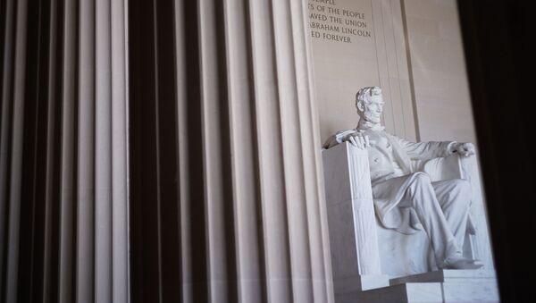 Monumento a Abraham Lincoln en Washington, EEUU - Sputnik Mundo