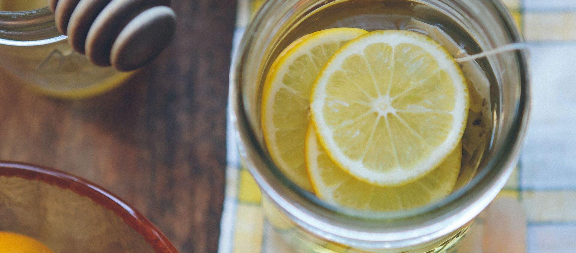 Un té con unas rodajas de limón - Sputnik Mundo, 1920, 28.01.2021