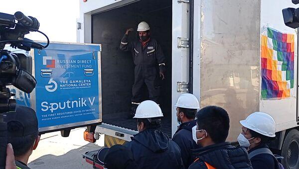 La llegada a Bolivia de las primeras vacunas Sputnik V - Sputnik Mundo