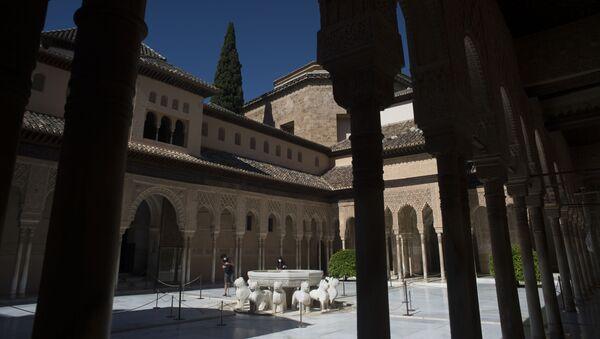El Patio de los Leones de la Alhambra de Granada - Sputnik Mundo