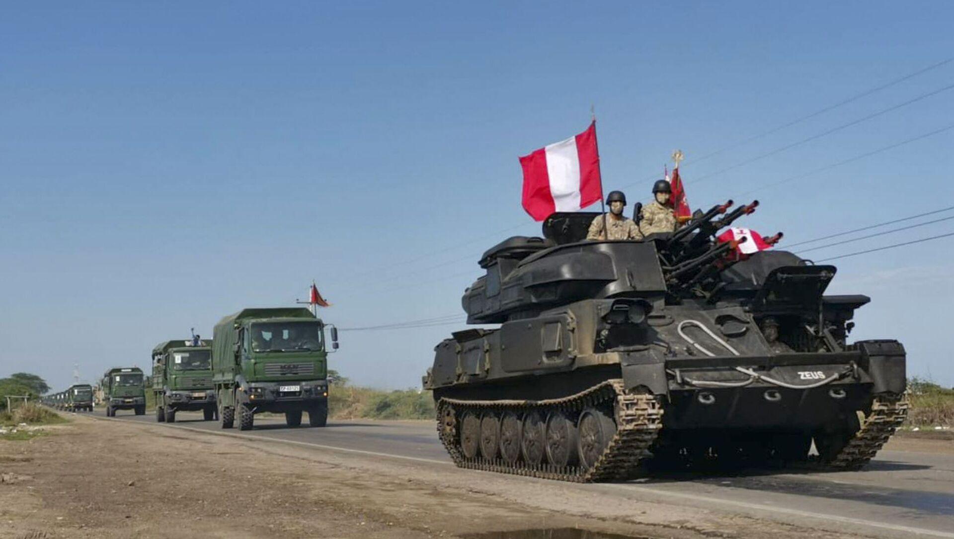 Vehículos militares del Ejército peruano se dirigen a la frontera con Ecuador.  - Sputnik Mundo, 1920, 29.01.2021