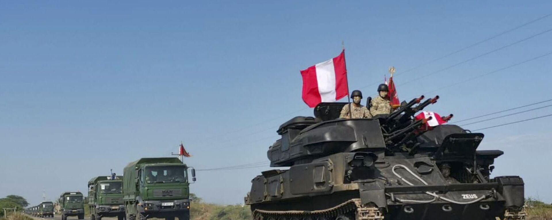 Vehículos militares del Ejército peruano se dirigen a la frontera con Ecuador.  - Sputnik Mundo, 1920, 02.08.2021