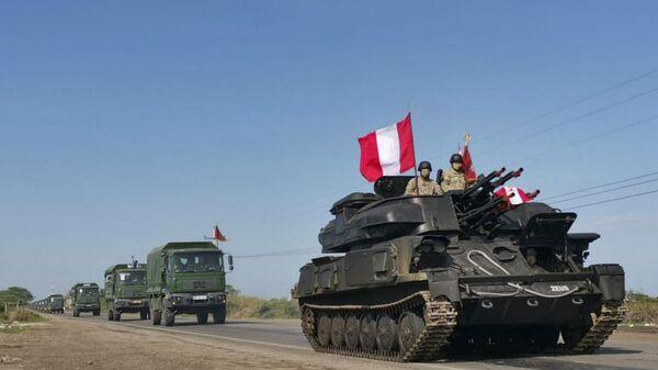 Vehículos militares del Ejército peruano se dirigen a la frontera con Ecuador.  - Sputnik Mundo