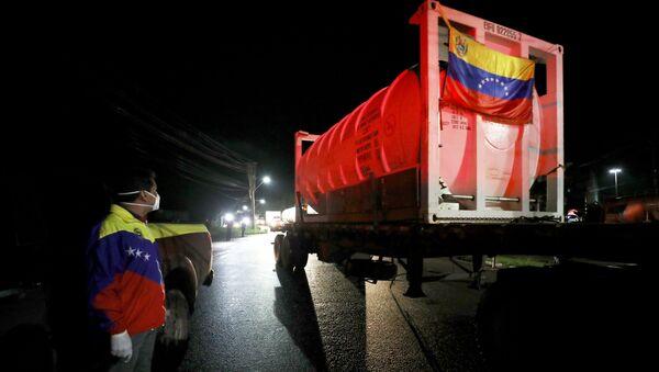 Camiones de oxígeno de Venezuela van a Manaos, Brasil - Sputnik Mundo