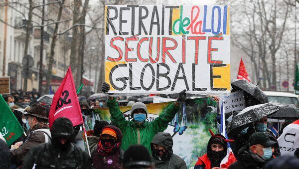 Protestas contra la ley de seguridad global en París - Sputnik Mundo