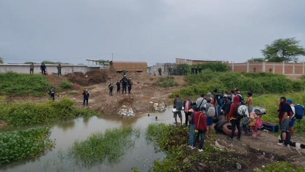 Decenas de venezolanos, varados en la frontera con Perú - Sputnik Mundo