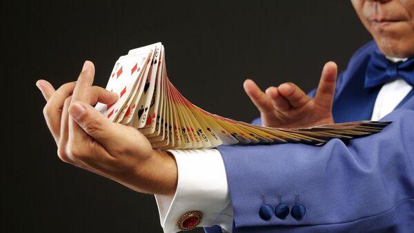 Un truco con cartas, imagen ilustrativa - Sputnik Mundo
