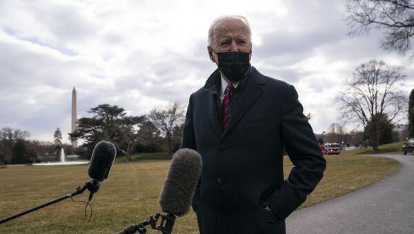 Joe Biden, presidente de EEUU, compadece ante la prensa en la Casa Blanca, en Washington, el 29 de enero del 2021 - Sputnik Mundo