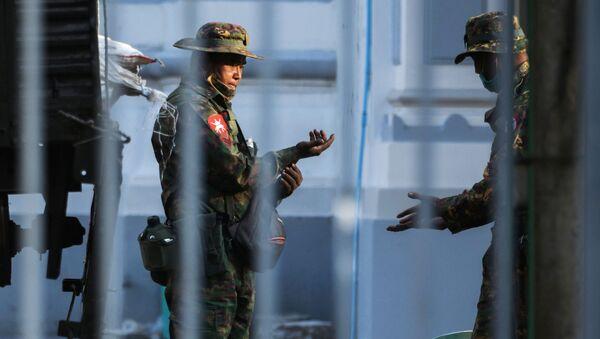 Militares en las calles y detenciones: Birmania se despierta tras el golpe de Estado   - Sputnik Mundo