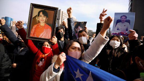 Manifestantes birmanos en Japón protestan contra el golpe de Estado en Birmania - Sputnik Mundo