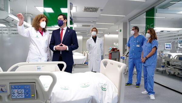 El presidente andaluz, Juanma Moreno, en la inauguración de la reforma del Hospital Militar de Sevilla - Sputnik Mundo