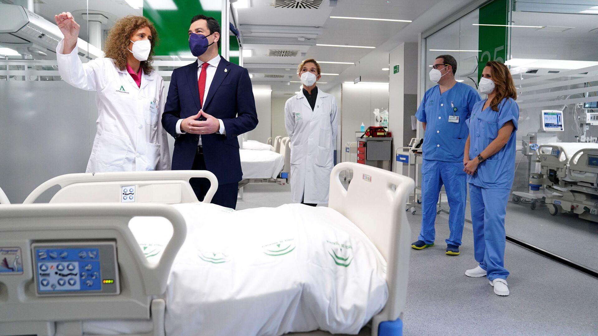 El presidente andaluz, Juanma Moreno, en el Hospital Militar de Sevilla - Sputnik Mundo, 1920, 31.03.2021