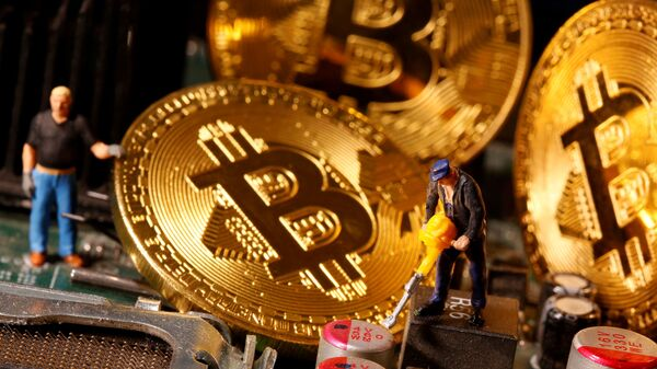 Una representación de bitcoines - Sputnik Mundo