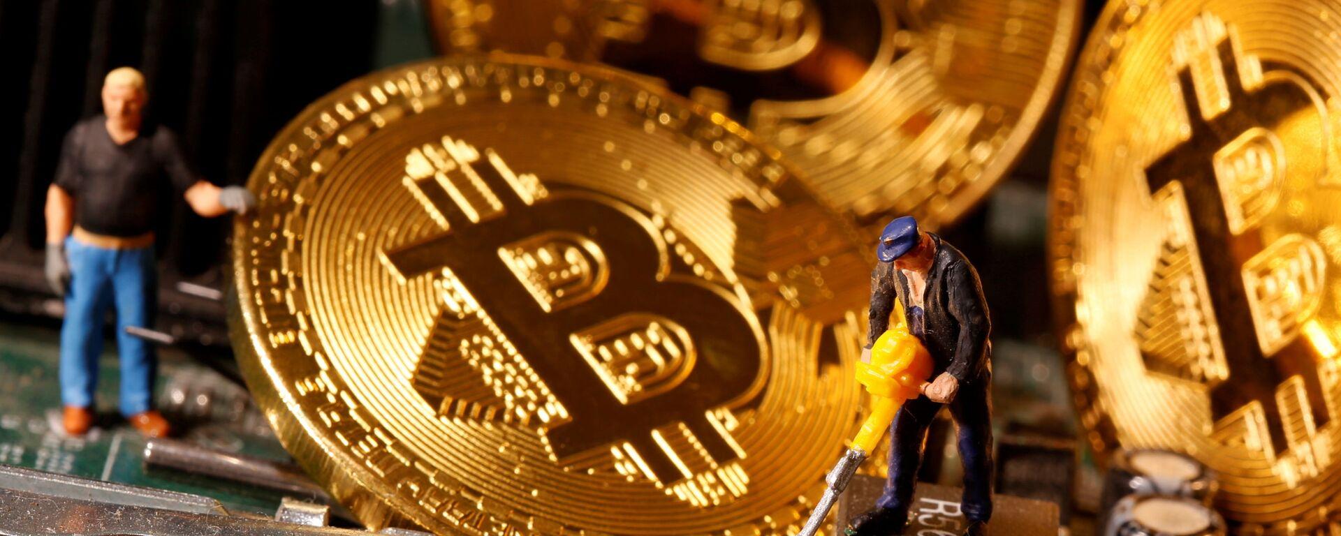 Una representación de bitcoines - Sputnik Mundo, 1920, 27.08.2021