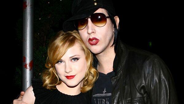 La actriz Evan Rachel Wood junto a Marilyn Manson en 2007 - Sputnik Mundo