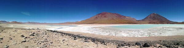 La Laguna Blanca argentina también está en la lista Ramsar. Ubicada en la provincia de Neuquén, es un área natural protegida de 11.250 hectáreas. El ecosistema de la Laguna Blanca alberga una de las poblaciones más abundantes de cisnes de cuello negro, junto a una gran variedad de otras aves acuáticas. También protege un amplio sector de ecosistemas terrestres representativos de la estepa patagónica. - Sputnik Mundo