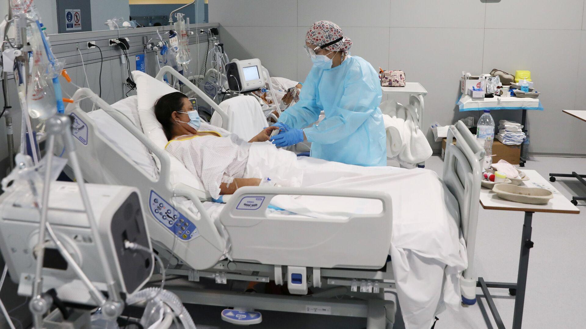 Paciente con COVID-19 en el hospital Enfermera Isabel Zendal en Madrid, España - Sputnik Mundo, 1920, 11.05.2021