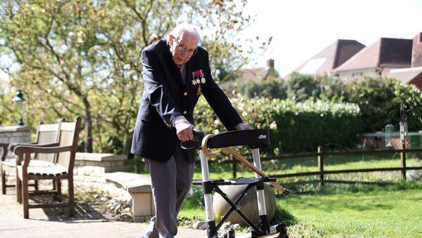 El capitán Tom Moore, veterano británico de la Segunda Guerra Mundial  - Sputnik Mundo