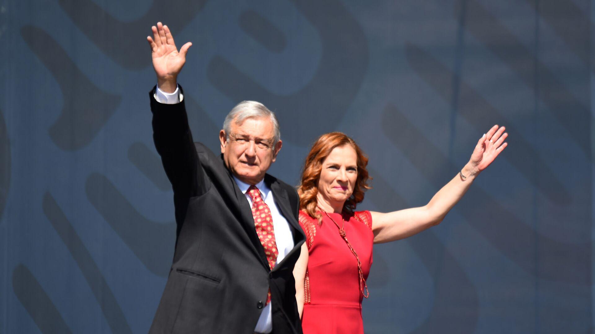 El presidente de México, Andrés Manuel López Obrador, y su esposa Beatriz Gutiérrez Müller - Sputnik Mundo, 1920, 20.07.2021