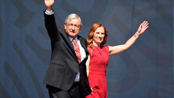 El presidente de México, Andrés Manuel López Obrador, y su esposa Beatriz Gutiérrez Müller - Sputnik Mundo