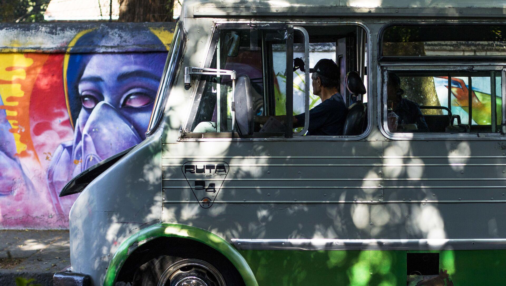 Un autobus en la Ciudad de México (imagen referencial) - Sputnik Mundo, 1920, 03.02.2021