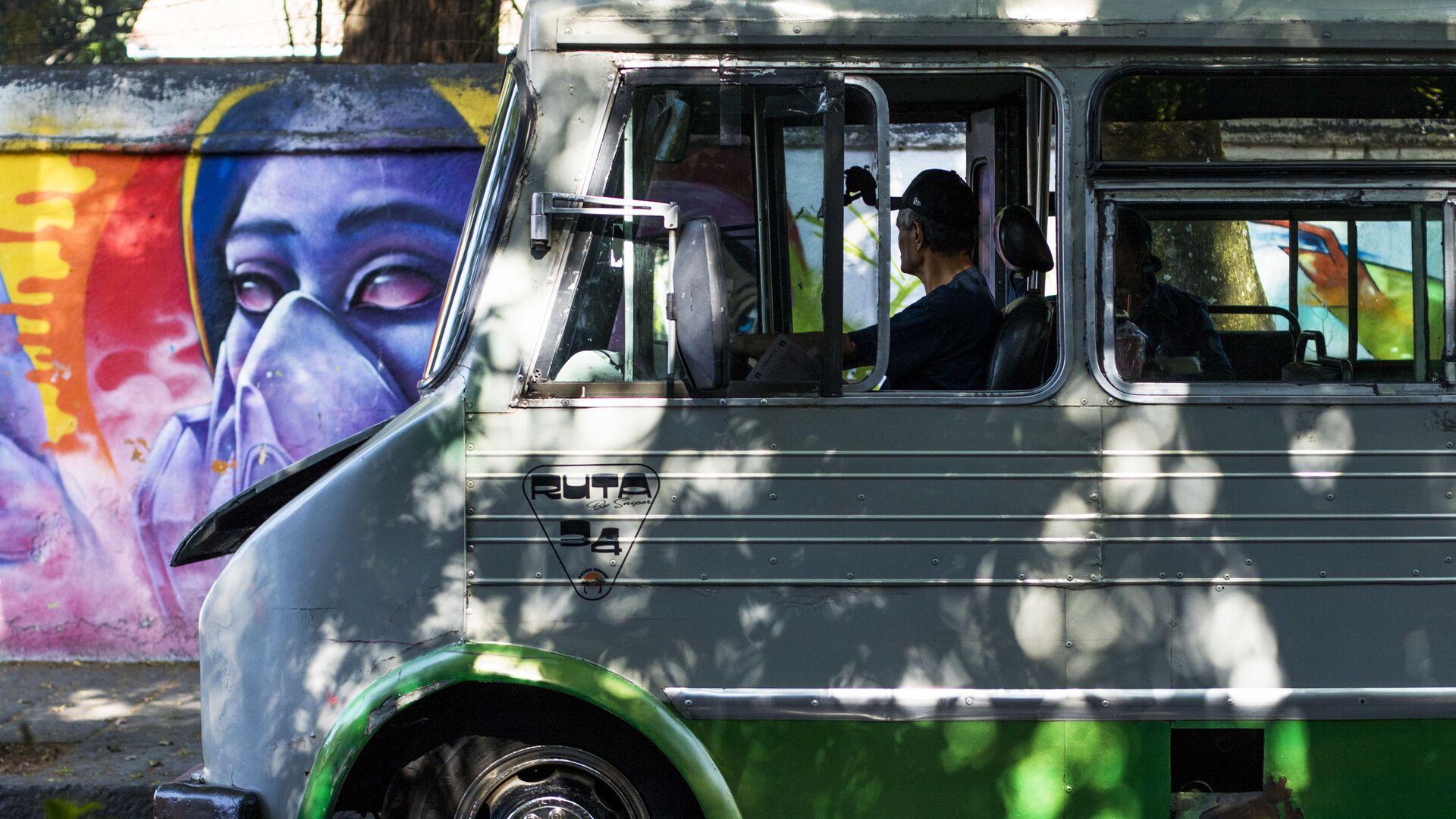 Un autobus en la Ciudad de México (imagen referencial) - Sputnik Mundo, 1920, 26.08.2021